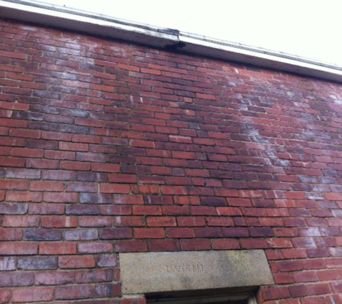 Leaking-Gutter-damp