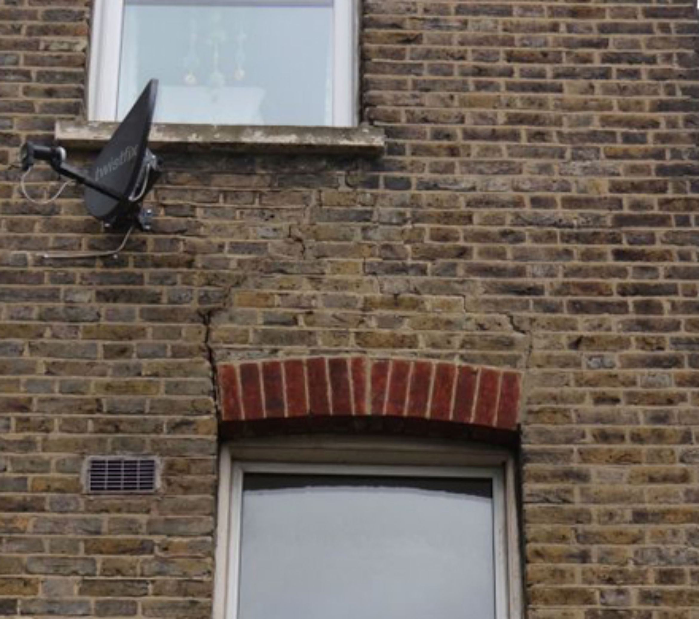 lintel failure london se